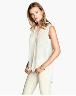 Sleeveless blouse white