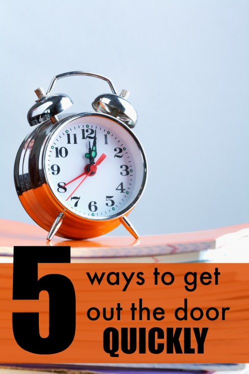 5 Ways to Get out the door QUICKLY in the morning - these tips are golden and save me so much time!